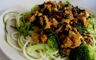 Tofuwok with black cabbage