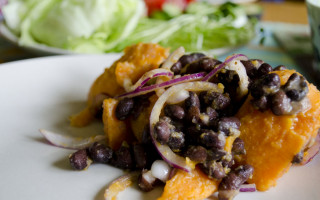 Sweet potatos with black beans and red onion